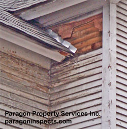 Damage caused by a missing kickout flashing, wide view - Paragon Home Inspections Chicago Buffalo Grove Des Plaines Evanston Glenview Highland Park Morton Grove Mount Prospect Niles Northbrook Park Ridge Skokie Wheeling Wilmette Winnetka  Ill
