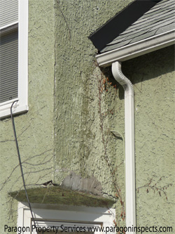 Damage caused by a missing kickout flashing at stocco bay, closeup - Paragon Home Inspections Chicago Buffalo Grove Des Plaines Evanston Glenview Highland Park Morton Grove Mount Prospect Niles Northbrook Park Ridge Skokie Wheeling Wilmette Winnetka  Ill